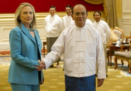 APTOPIX_Myanmar_US_Clinton_03a38