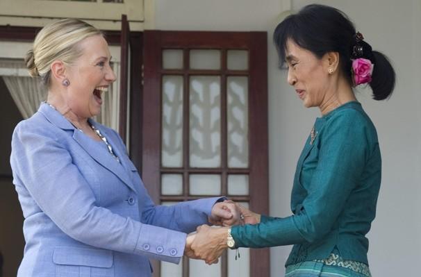 APTOPIX_Myanmar_US_Clinton_0848c-12159