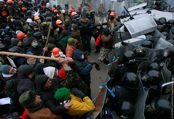 Pro-European integration protesters clash with Ukranian riot police during a rally near government administration buildings in Kiev